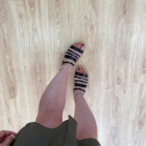 Sandalo con stringhe