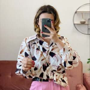 Camicia con piume e pochette