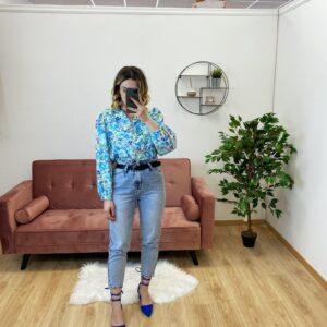 Jeans a caramella con cinta