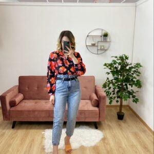 Camicia esmeralda con fiori arancioni