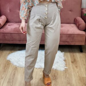 Pantaloni con bottoni beige