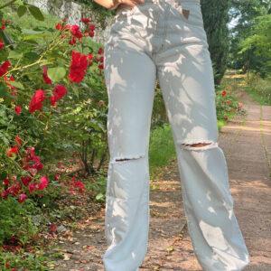 Jeans a palazzo chiaro