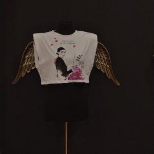 "T-Shirt ""Dipingo i fiori per non farli morire"" in cotone dipinta a mano"