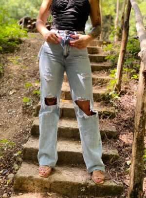 Jeans anni 80 con strappi