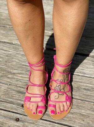 Sandalo con lacci fucsia