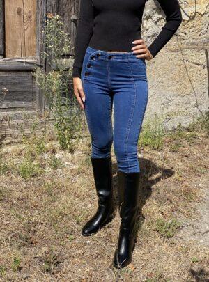 Jeans con bottoni laterali