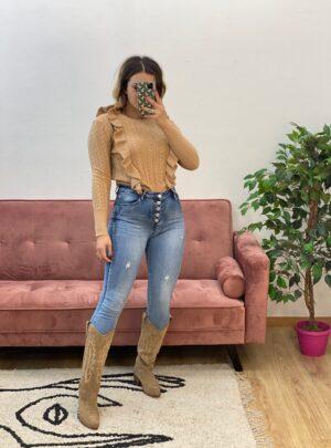 Jeans a vita alta con bottoni